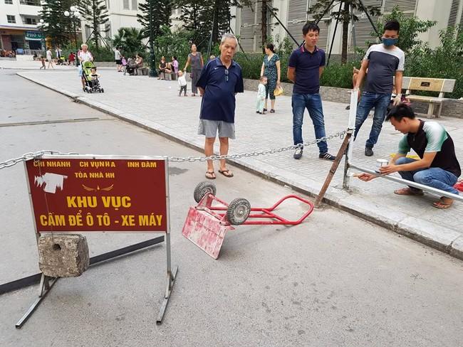 Hà Nội: Cư dân HH Linh Đàm sôi sục sau vụ tai nạn do xuất hiện dây xích chắn ngang đường - Ảnh 3.