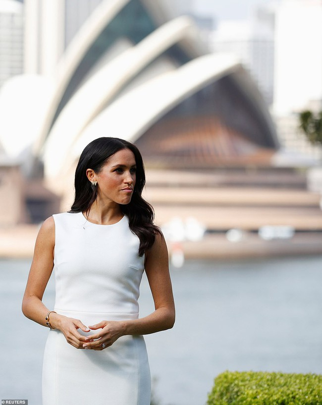 Ngay sau ngày công bố tin bầu bí, chỉ một hành động nhỏ đã thể hiện Meghan Markle tinh ý hơn chị dâu Kate Middleton - Ảnh 3.