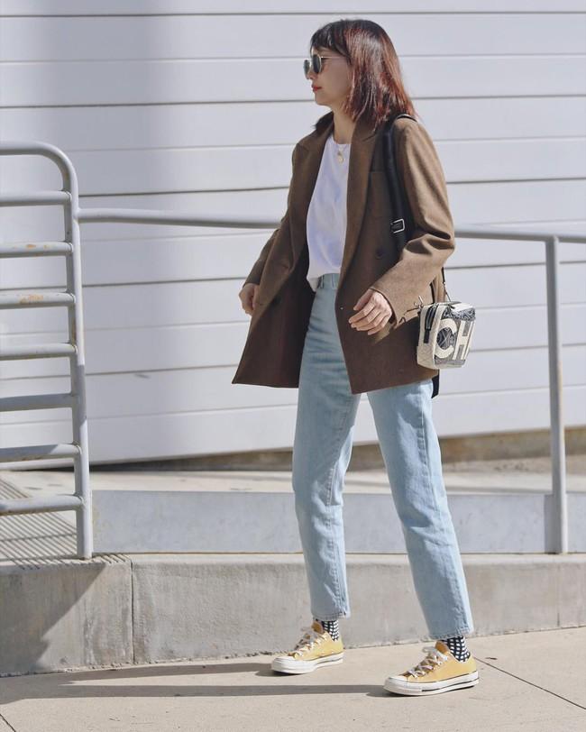 """""""Ngôi sao"""" của mùa đông chính là quần jeans và 15 set đồ sau sẽ giúp các nàng biến hóa tài tình với item này - Ảnh 15."""