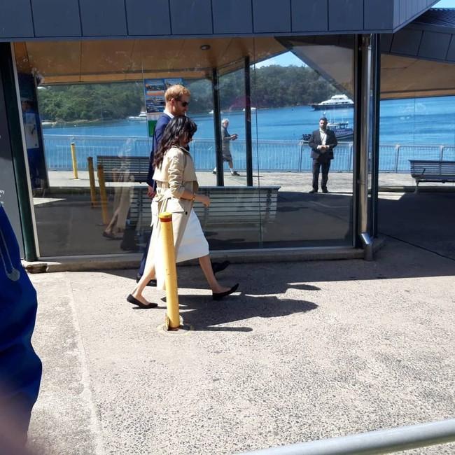 Ngay sau ngày công bố tin bầu bí, chỉ một hành động nhỏ đã thể hiện Meghan Markle tinh ý hơn chị dâu Kate Middleton - Ảnh 7.