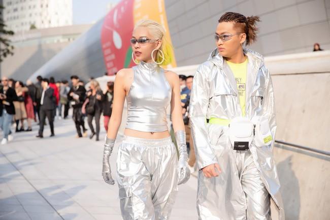 Phí Phương Anh, MC Hoàng Anh phá đảo Seoul Fashion Week ngay ngày đầu tiên bằng cây đồ hiệu bạc tỷ - Ảnh 4.