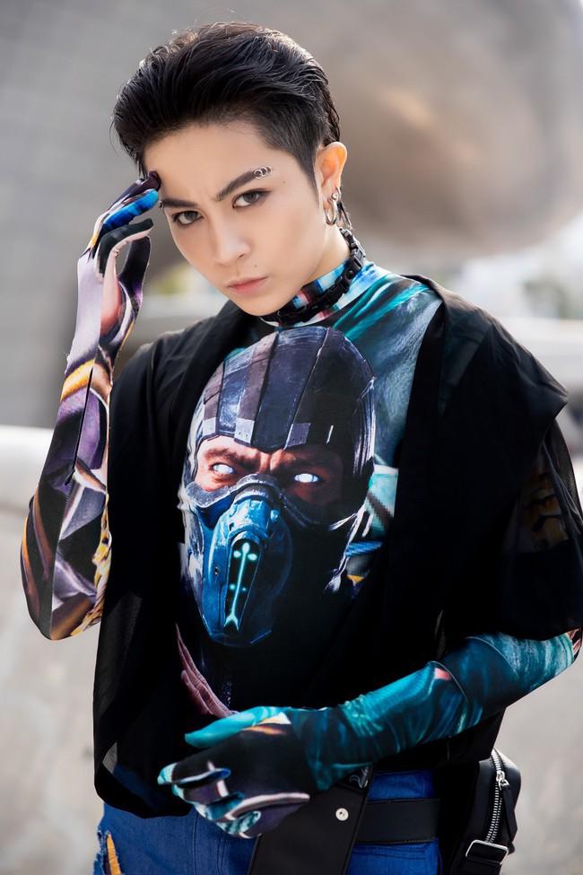 Xuất hiện hai siêu nhân từ Vbiz đến Seoul Fashion Week: Một người là Gil Lê, người còn lại đố bạn biết? - Ảnh 4.