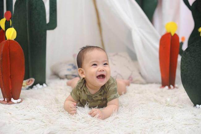 Bí quyết luyện ngủ cho con đơn giản như không, chỉ mất 30 giây bé đã tự ngủ xuyên đêm ngay từ 1 tháng tuổi - Ảnh 1.