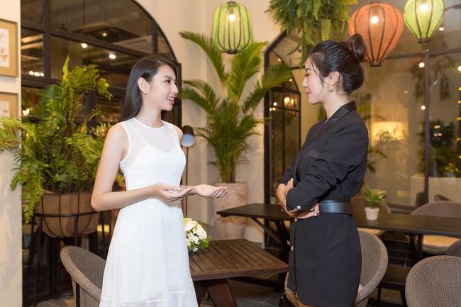 Cuộc gặp hiếm có của các đại diện Việt thi Hoa hậu Quốc tế: Nguyễn Thúc Thùy Tiên đẹp dịu dàng bên đàn chị - Ảnh 6.