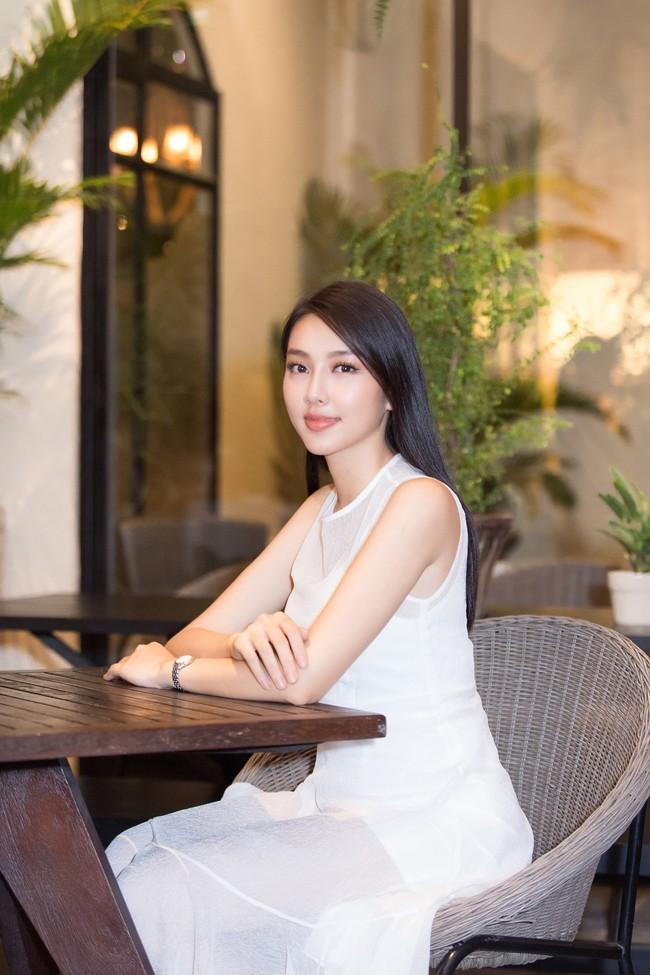 Cuộc gặp hiếm có của các đại diện Việt thi Hoa hậu Quốc tế: Nguyễn Thúc Thùy Tiên đẹp dịu dàng bên đàn chị - Ảnh 8.