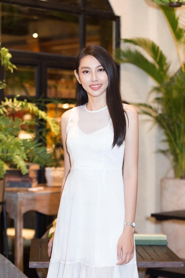 Cuộc gặp hiếm có của các đại diện Việt thi Hoa hậu Quốc tế: Nguyễn Thúc Thùy Tiên đẹp dịu dàng bên đàn chị - Ảnh 9.