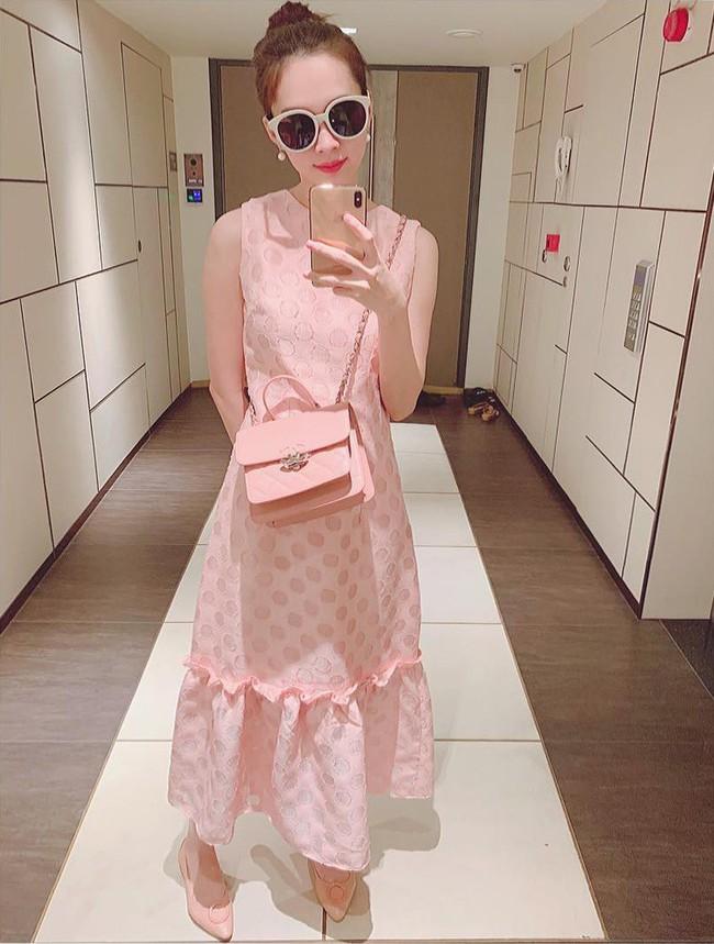 Nào chỉ có Đỗ Mỹ Linh, Đặng Thu Thảo cũng là Hoa hậu vô cùng tiết kiệm khi thường xuyên diện lại đồ cũ - Ảnh 1.