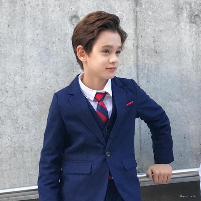 Cứ đến Seoul Fashion Week, dân tình chỉ ngóng trông street style vừa chất vừa yêu của những fashionista nhí này - Ảnh 2.