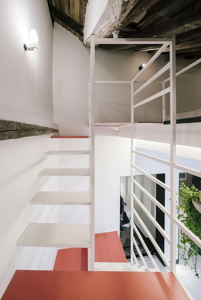 Cải tạo cầu thang đúng cách, ngôi nhà nhỏ bỗng trở thành ước ao của bất cứ ai đang ở nhà chật - Ảnh 3.