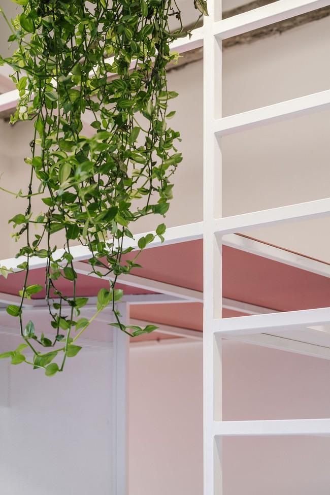 Cải tạo cầu thang đúng cách, ngôi nhà nhỏ bỗng trở thành ước ao của bất cứ ai đang ở nhà chật - Ảnh 6.