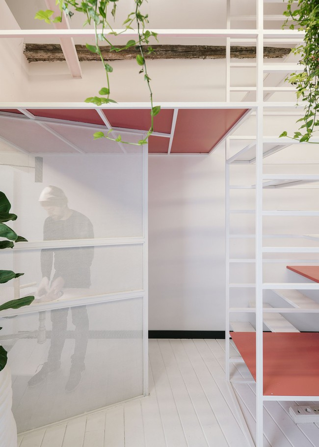 Cải tạo cầu thang đúng cách, ngôi nhà nhỏ bỗng trở thành ước ao của bất cứ ai đang ở nhà chật - Ảnh 9.