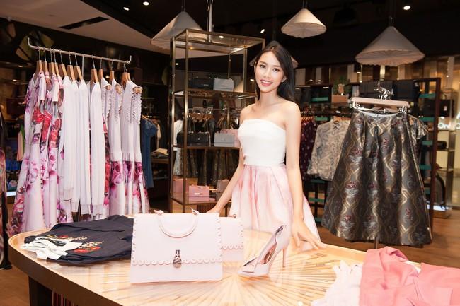 Nguyễn Thúc Thùy Tiên cực sang chảnh đi thử kho đồ hiệu trước ngày lên đường thi Hoa hậu Quốc tế - Ảnh 2.