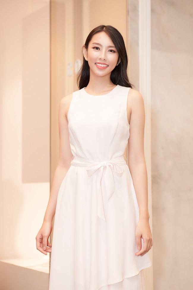 Nguyễn Thúc Thùy Tiên cực sang chảnh đi thử kho đồ hiệu trước ngày lên đường thi Hoa hậu Quốc tế - Ảnh 3.