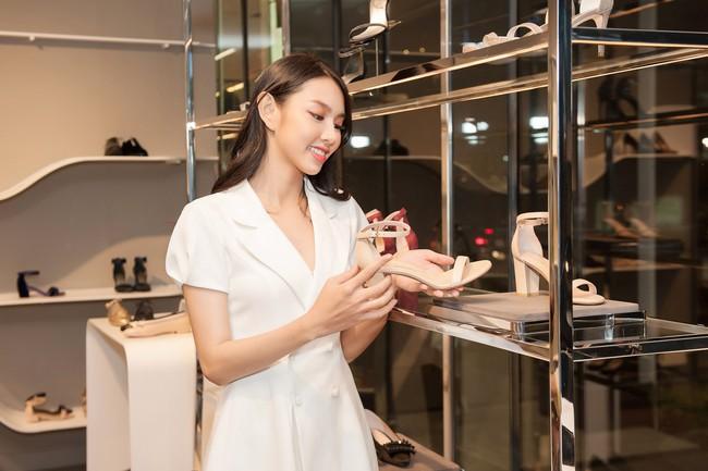Nguyễn Thúc Thùy Tiên cực sang chảnh đi thử kho đồ hiệu trước ngày lên đường thi Hoa hậu Quốc tế - Ảnh 6.