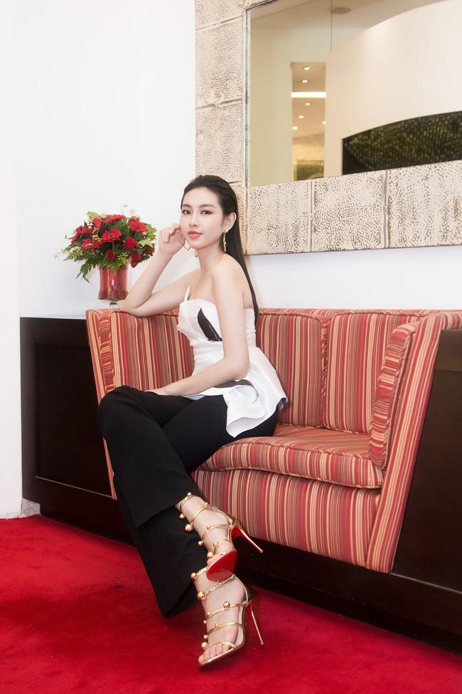 Nguyễn Thúc Thùy Tiên cực sang chảnh đi thử kho đồ hiệu trước ngày lên đường thi Hoa hậu Quốc tế - Ảnh 10.