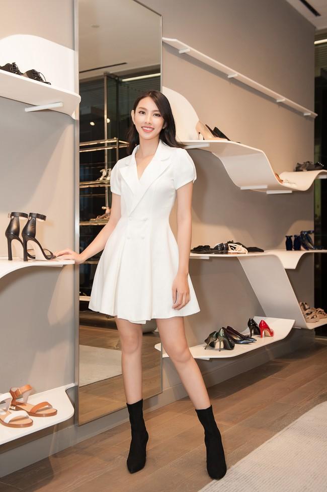 Nguyễn Thúc Thùy Tiên cực sang chảnh đi thử kho đồ hiệu trước ngày lên đường thi Hoa hậu Quốc tế - Ảnh 7.