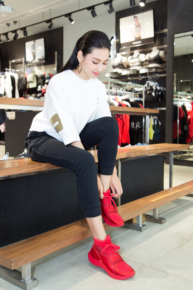 Nguyễn Thúc Thùy Tiên cực sang chảnh đi thử kho đồ hiệu trước ngày lên đường thi Hoa hậu Quốc tế - Ảnh 8.