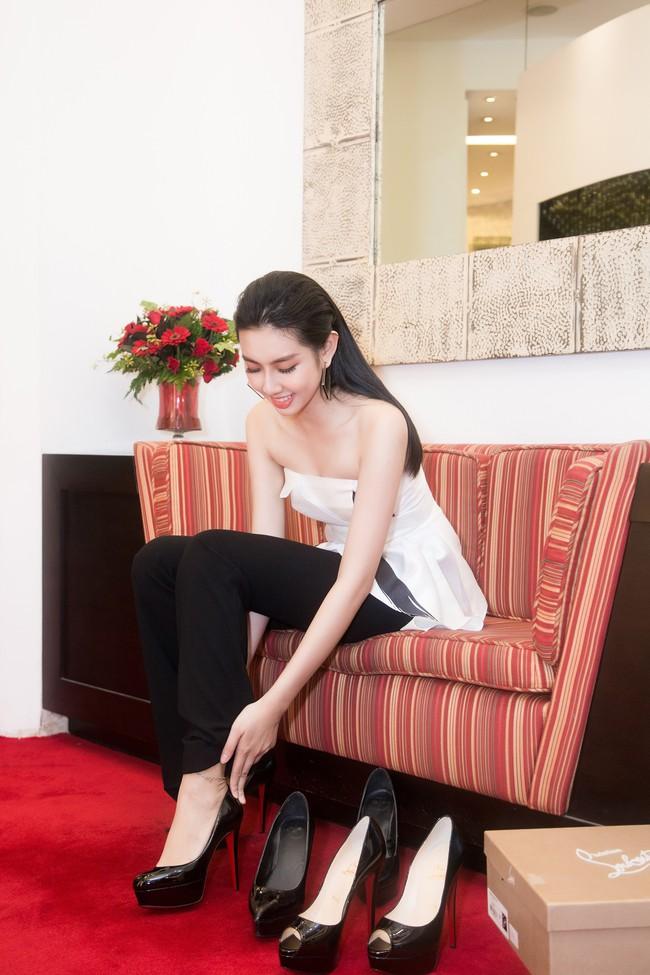 Nguyễn Thúc Thùy Tiên cực sang chảnh đi thử kho đồ hiệu trước ngày lên đường thi Hoa hậu Quốc tế - Ảnh 11.