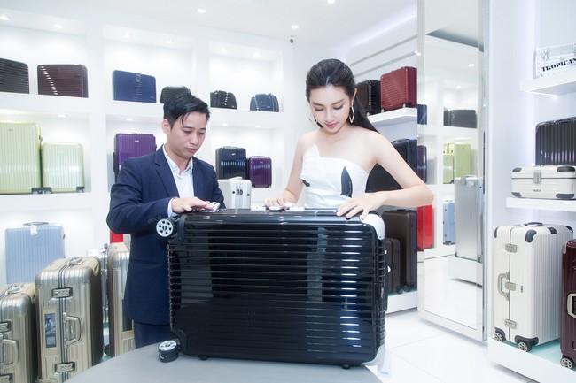 Nguyễn Thúc Thùy Tiên cực sang chảnh đi thử kho đồ hiệu trước ngày lên đường thi Hoa hậu Quốc tế - Ảnh 12.