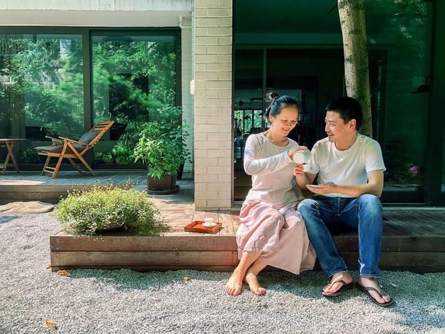 Cuộc sống hạnh phúc của cặp vợ chồng trong ngôi nhà vườn xanh mát, không điều hòa, không ti vi - Ảnh 3.
