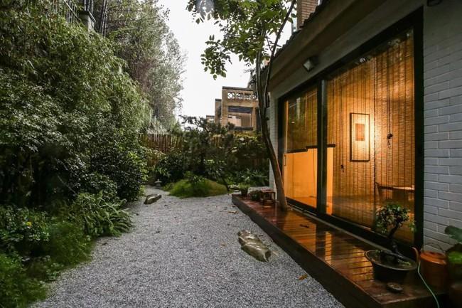 Cuộc sống hạnh phúc của cặp vợ chồng trong ngôi nhà vườn xanh mát, không điều hòa, không ti vi - Ảnh 15.