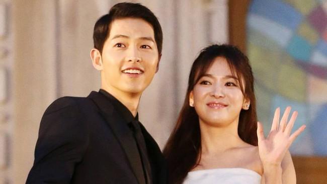 7 cặp sao âm thầm hẹn hò rồi bất ngờ đám cưới, cặp thứ 3 khiến cả Châu Á ngỡ ngàng - Ảnh 3.