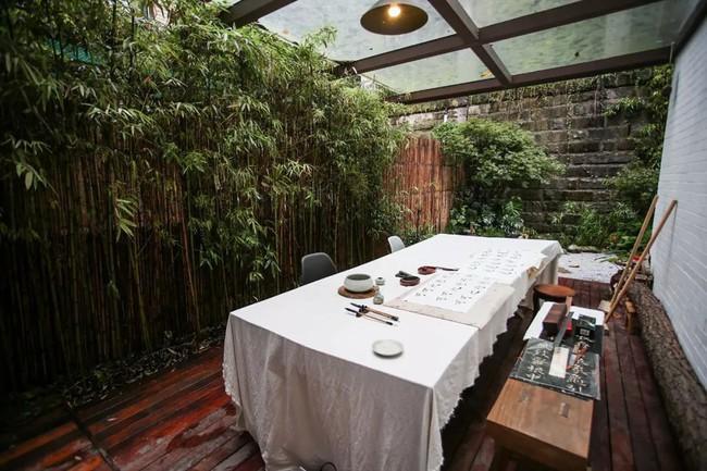 Cuộc sống hạnh phúc của cặp vợ chồng trong ngôi nhà vườn xanh mát, không điều hòa, không ti vi - Ảnh 18.