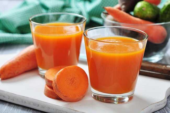 Những lợi ích không ngờ từ nước ép cà rốt mà khi ăn sống củ tươi cũng không làm được điều này - Ảnh 3.