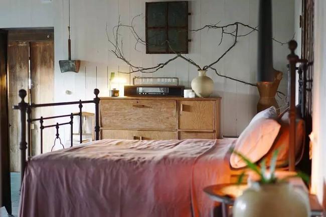 Ngôi nhà 40 năm tuổi rêu phong, cũ kỹ trên triền núi ấm áp tình thân của gia đình trẻ - Ảnh 13.