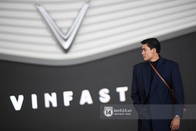 Cặp bạn thân Hoàng Thùy, Quang Đại phong thái chuyên nghiệp trong buổi tập luyện trước giờ G Paris Motor Show - Ảnh 13.