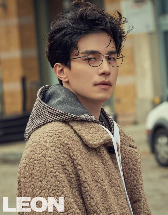 Lee Dong Wook lại khiến fan rụng tim với loạt ảnh đẹp trai hút hồn - Ảnh 3.