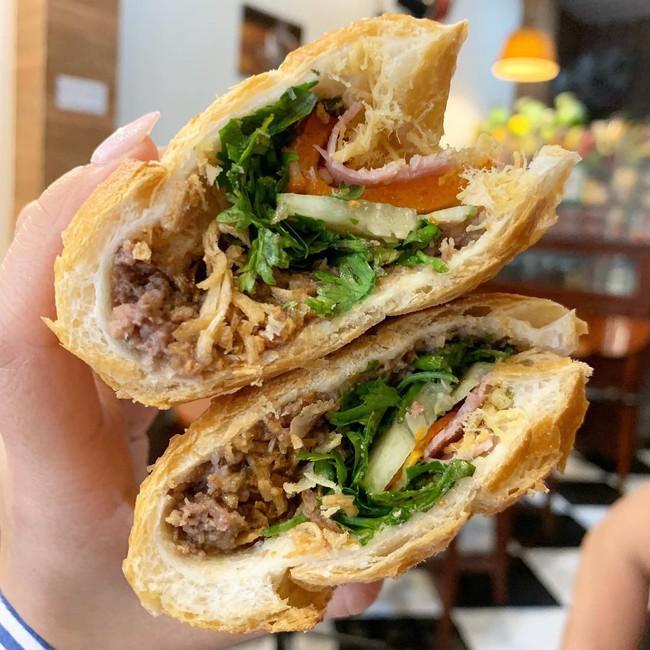 Báo Tây điểm danh 9 món ăn sáng ngon nổi tiếng của Việt Nam  - Ảnh 1.