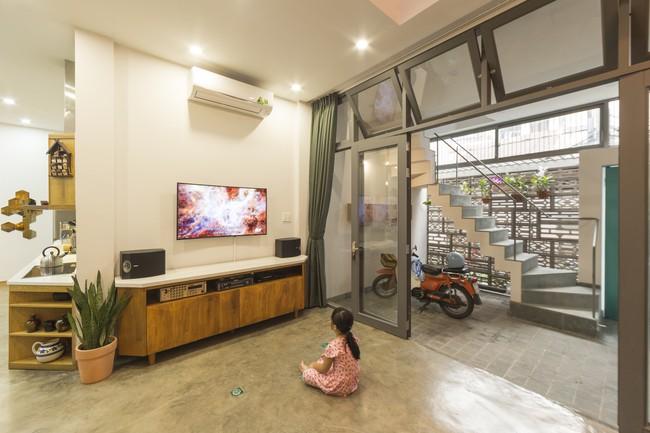 Ngôi nhà vừa để ở vừa cho thuê đẹp khó tin của gia đình trẻ ở Việt Nam khiến báo Mỹ thán phục - Ảnh 5.