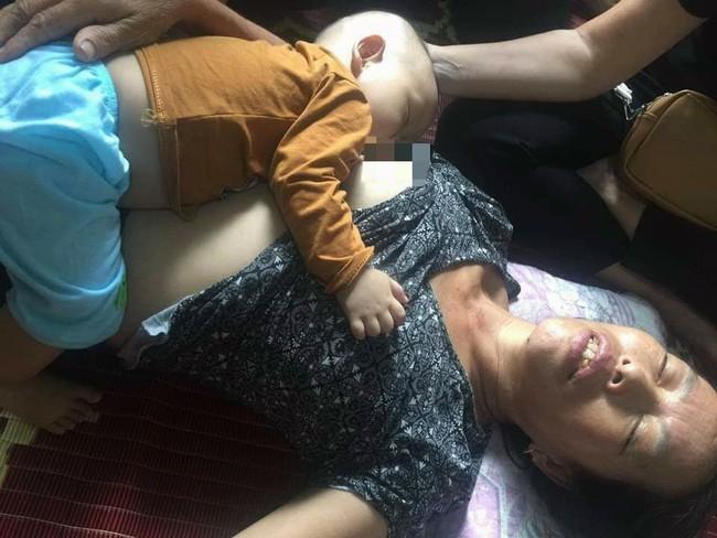 Tiếng khóc xé lòng của đứa trẻ 8 tháng tuổi, bú vú bà ngoại sau ngày người mẹ tử vong vì tai nạn giao thông - Ảnh 2.