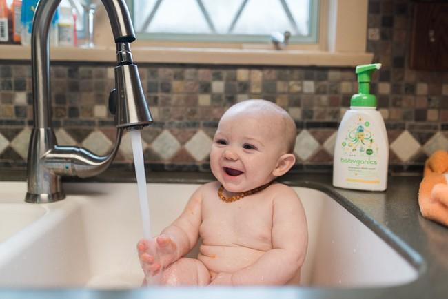 Những mẹo nhỏ mà có võ giúp việc chăm sóc trẻ sơ sinh nhàn nhã hơn bao giờ hết - Ảnh 2.