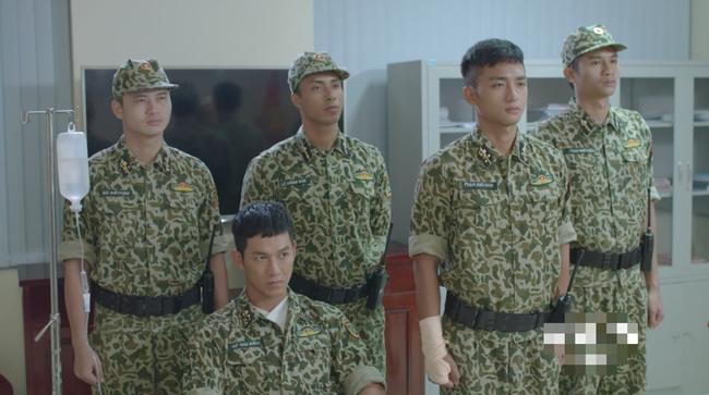 Bộ đội trong Hậu duệ mặt trời bản Việt cuối cùng cũng chịu làm theo quy định của Bộ Quốc Phòng - Ảnh 3.