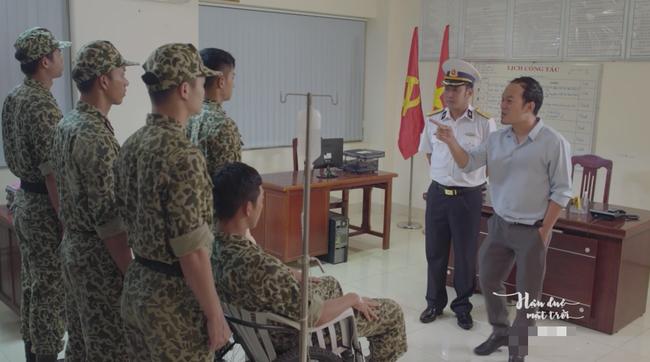 Bộ đội trong Hậu duệ mặt trời bản Việt cuối cùng cũng chịu làm theo quy định của Bộ Quốc Phòng - Ảnh 4.