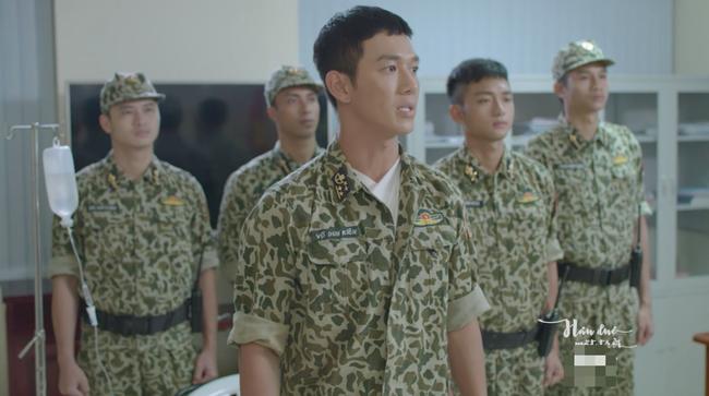 Bộ đội trong Hậu duệ mặt trời bản Việt cuối cùng cũng chịu làm theo quy định của Bộ Quốc Phòng - Ảnh 1.