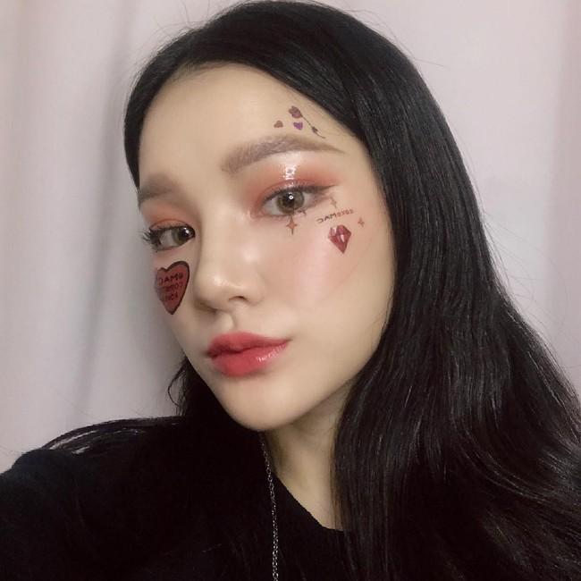 Đã xinh sẵn nhưng các hot girl mạng xã hội còn áp dụng 5 tuyệt chiêu makeup này nên nhan sắc càng lên hương - Ảnh 1.