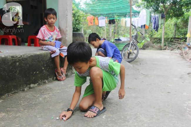 4 đứa trẻ mồ côi cha, ốm trơ xương vì đói ăn bên bà nội già yếu sau khi mẹ bỏ đi lấy chồng mới 12