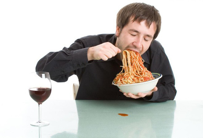 Bạn có thói quen ăn quá nhanh, chưa đến 20 phút đã ăn xong bữa: Cẩn thận 6 bệnh nguy hiểm - Ảnh 2.