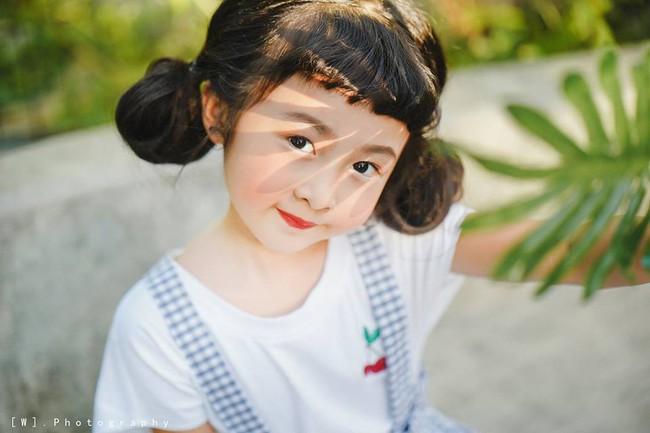 2 mẫu nhí nổi bật với street style ấn tượng ở VIFW: 5, 6 tuổi đã sở hữu thần thái không phải dạng vừa - Ảnh 8.