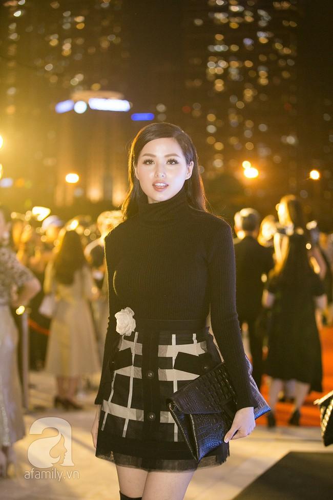 Thảm đỏ ngày đầu tiên VIFW 2018: Chặt chém nhất là Võ Hoàng Yến, khác lạ nhất là chị Nguyệt thảo mai - Ảnh 12.