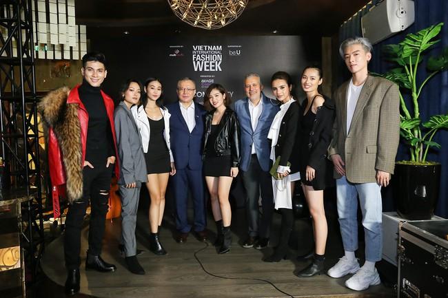 Á hậu Lệ Hằng hội ngộ cùng Á hậu Hoàn vũ Thế giới Raquel Pelissier trước thềm Vietnam International Fashion Week - Ảnh 3.