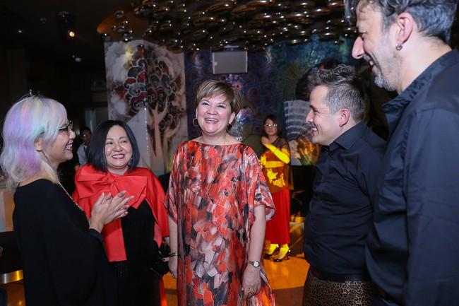 Á hậu Lệ Hằng hội ngộ cùng Á hậu Hoàn vũ Thế giới Raquel Pelissier trước thềm Vietnam International Fashion Week - Ảnh 5.