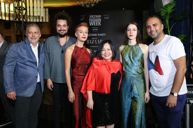 Á hậu Lệ Hằng hội ngộ cùng Á hậu Hoàn vũ Thế giới Raquel Pelissier trước thềm Vietnam International Fashion Week - Ảnh 4.