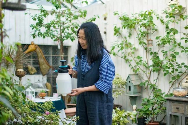 Tất bật nhiều năm tuổi trẻ, người phụ nữ tuổi 40 dành dụm tiền mua căn nhà vườn xinh xắn sống cuộc đời an yên - Ảnh 7.