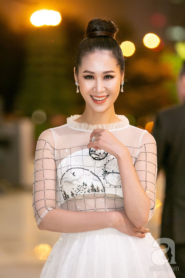 Thảm đỏ VIFW ngày 2: Thanh Hương diện váy xuyên thấu quyến rũ, khác hẳn vẻ kham khổ trong Quỳnh Búp Bê  - Ảnh 13.