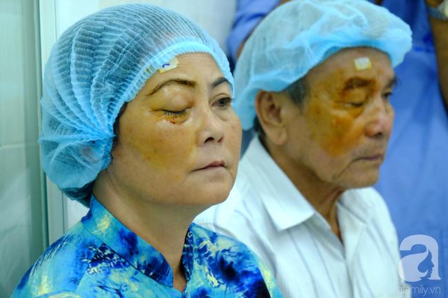 """Hơn 100 phụ nữ miền Tây nghèo bị bệnh """"ra khỏi nhà là té"""" được bác sĩ Sài Gòn đến cứu - Ảnh 10."""