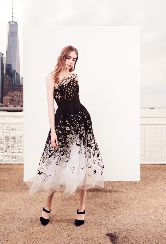 Công nương Meghan trông như nàng công chúa hiện đại trong chiếc váy đẳng cấp giá 300 triệu đồng - Ảnh 4.
